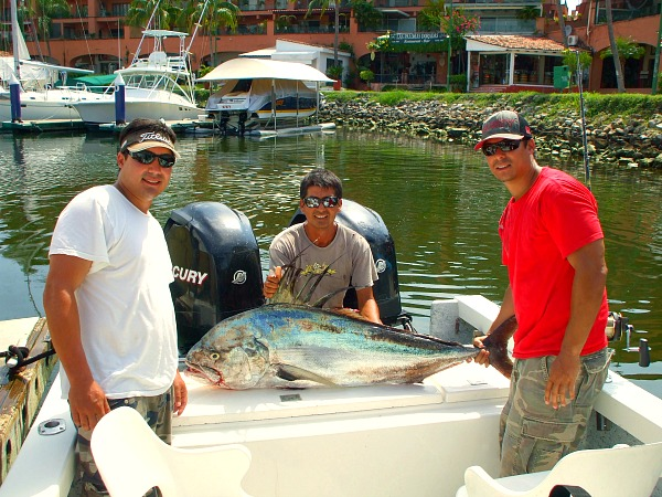04 22 2014 John Miller . Capt  Tory. Rooster Fish 59 inches 600 pxls