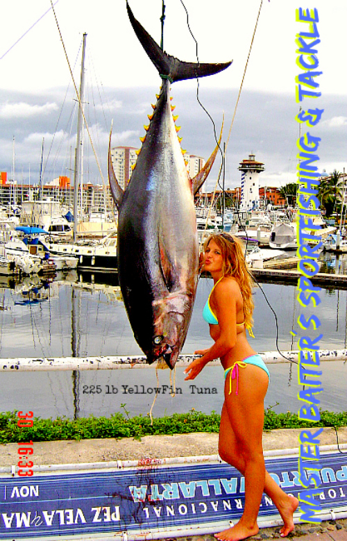 Meet Carrie, a Bikini Model that went fishing with us, actually a few of her friends went and some guys like Robert Hooten a few years ago, I love this pic and it´s the most stolen picture in Puerto Vallarta, my competition steals my photos to compete with me, welcome to mexico.